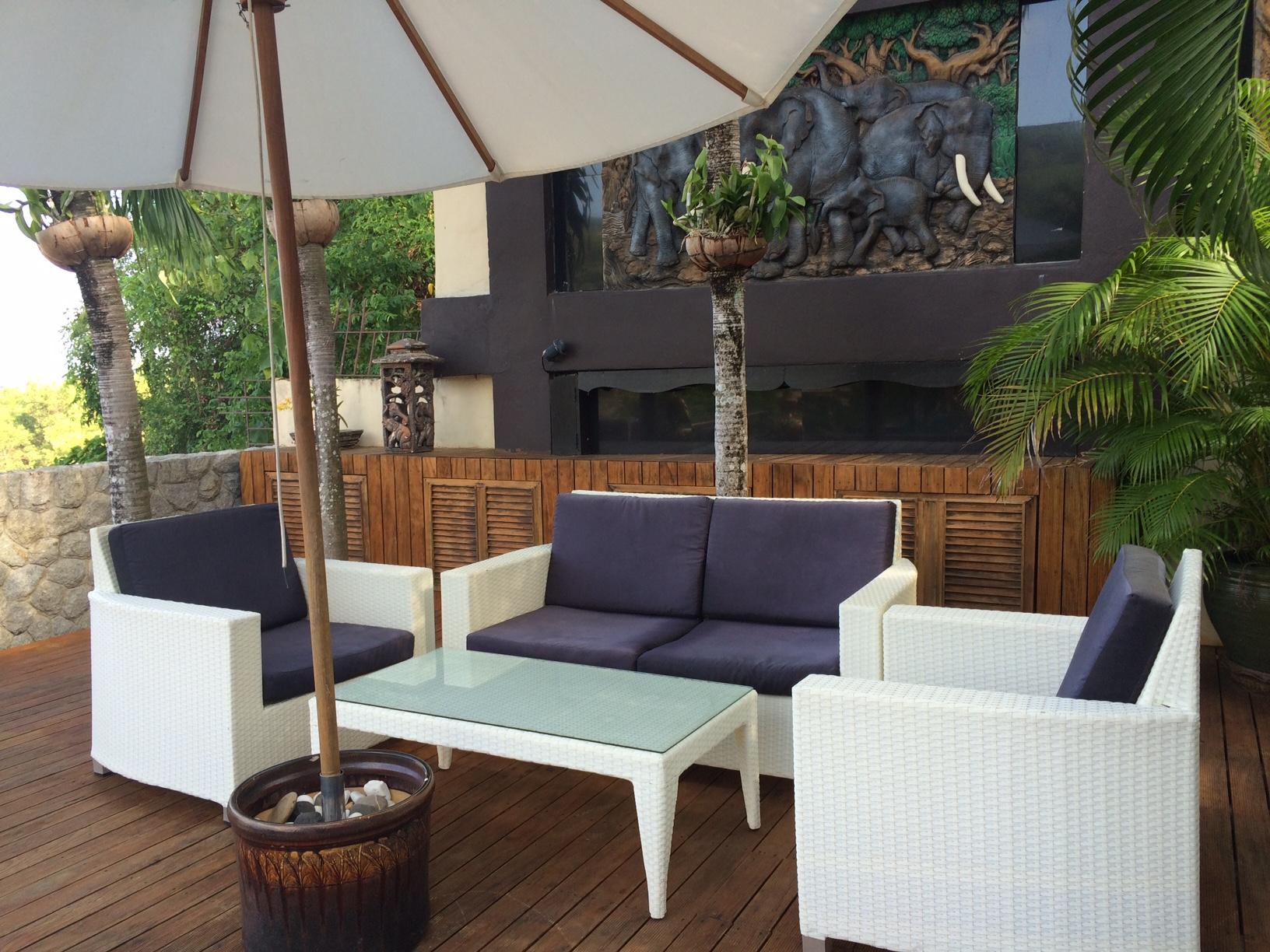 poolside patio - Thai Patio
